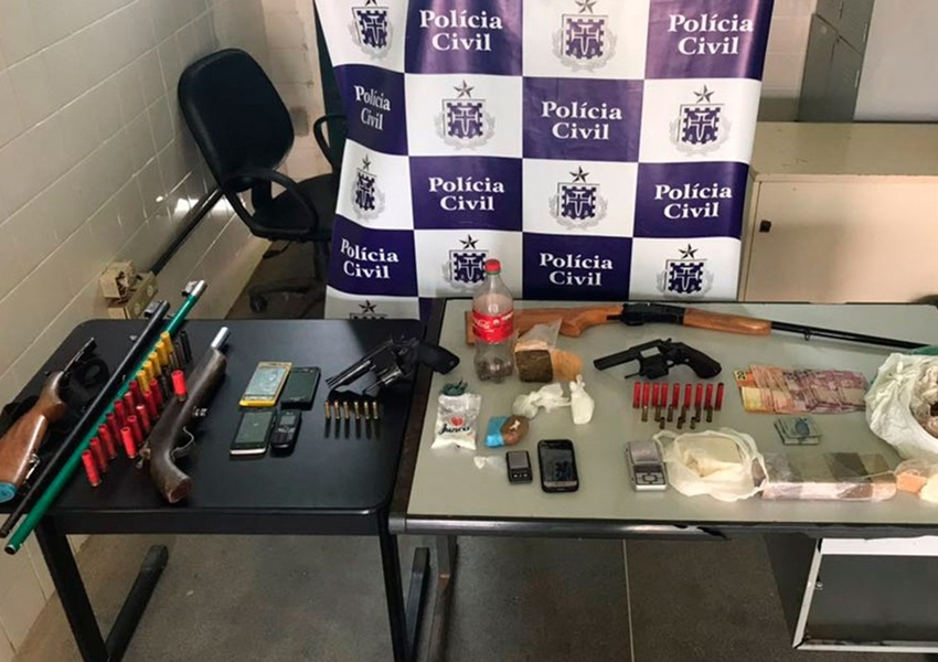 Operação policial prende cinco suspeitos com armas e drogas no oeste da Bahia