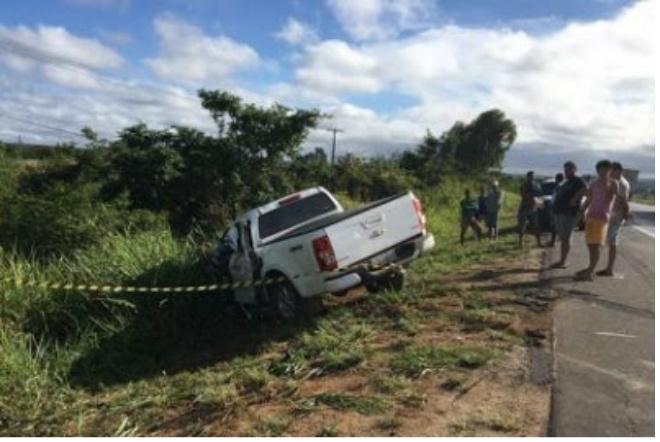 Conquista: Homem morre após batida entre caminhonete e carreta na BR-116