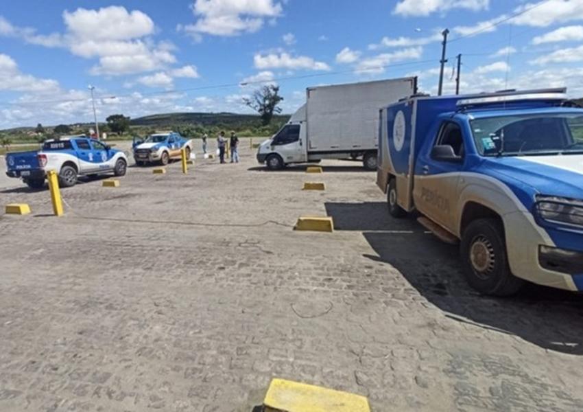 Caminhoneiro é encontrado morto por enforcamento no baú do caminhão em Jaguaquara
