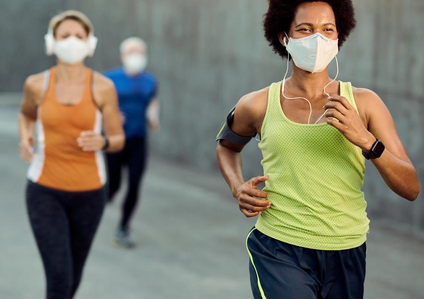 Atividade física pode elevar a eficácia das vacinas contra Covid, aponta estudo