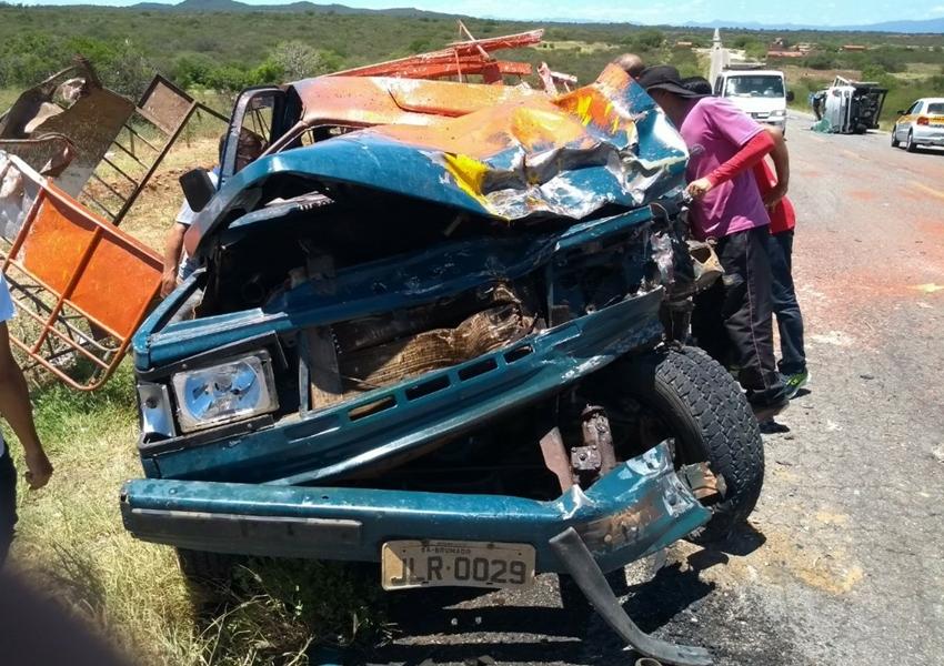 Brumado: veículos colidem na BA-148, trecho próximo a entrada do distrito de Itaquaraí
