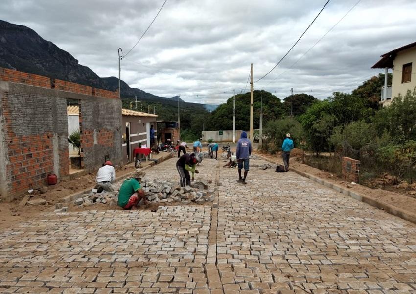 Prefeitura de Livramento realiza obras de pavimentação em diversas ruas e avenidas do município