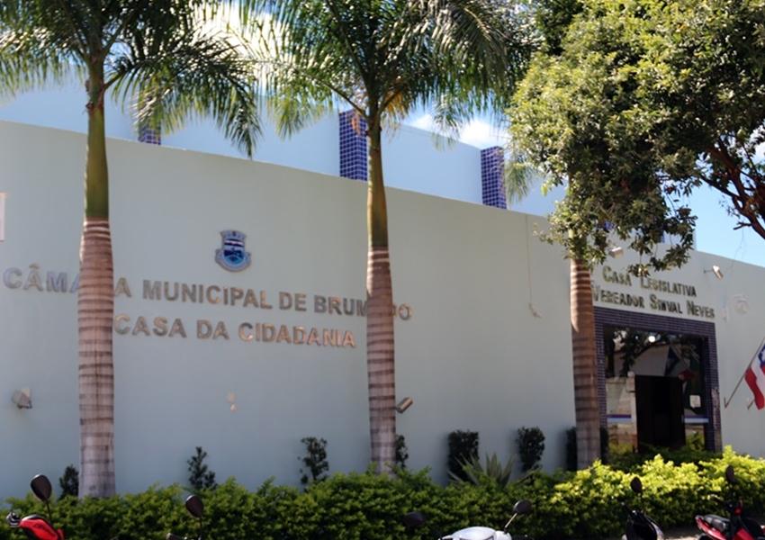 Câmara de vereadores de Brumado suspende atividades presenciais após servidores testarem positivo para Covid-19