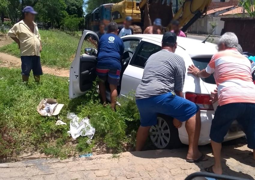 Brumado: carro é atingido por trem; não houve feridos