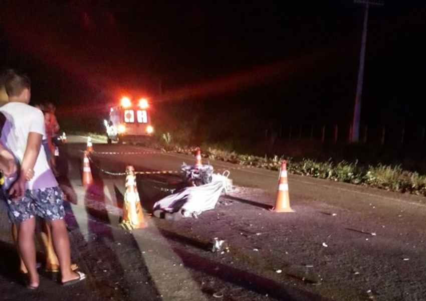 Livramento: Motociclista morre carbonizado após bater na traseira de retroescavadeira na BA-148