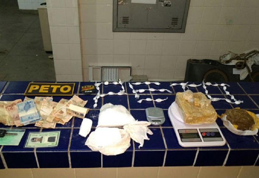 Polícia Militar prende homem com maconha, cocaína e crack