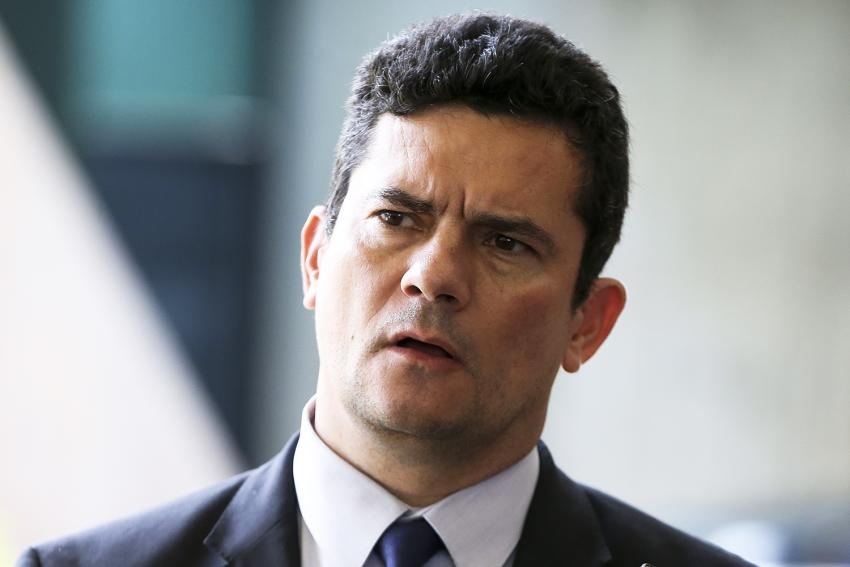 Hacker invade celular de Sergio Moro e troca mensagens por aplicativo
