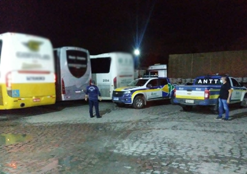 ANTT e Agerba flagram e apreendem ônibus do transporte interestadual clandestino na Bahia