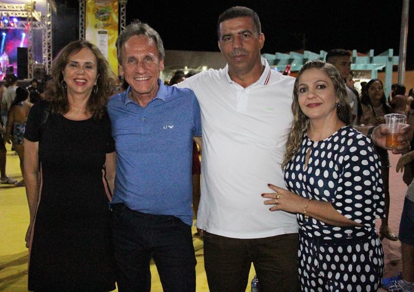 Muita alegria e curtição marcam a primeira noite do Dom Basílio Folia