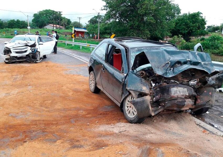 Região Oeste: Colisão entre dois carros deixa uma pessoa morta e outras 3 feridas