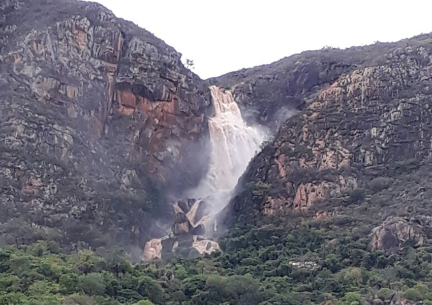 Livramento: chuva proporciona belo espetáculo da natureza na cachoeira Véu de Noiva; veja o vídeo