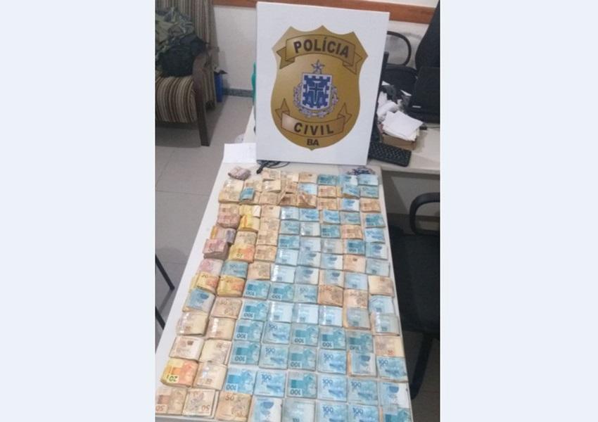 Eunápolis: Homem é flagrado com R$ 110 mil no bagageiro de motocicleta