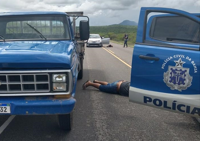 Suspeitos de furtar caminhão em Ilhéus são detidos em Dom Basílio