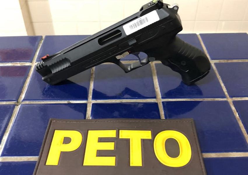 Brumado: Homem é detido após ameaçar pessoas com arma de pressão na Praça do São Pedro no bairro Olhos D'água