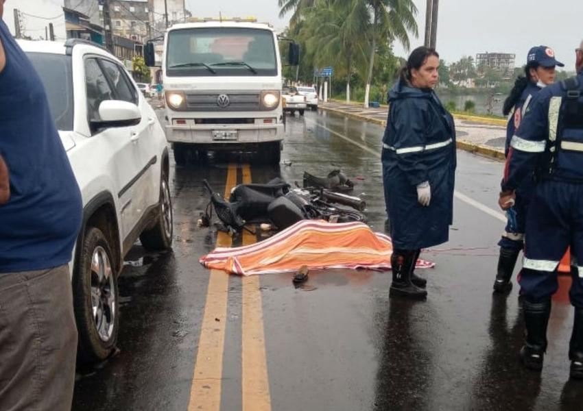 Enfermeira morre a caminho do trabalho, em acidente envolvendo dois carros e uma moto na Bahia