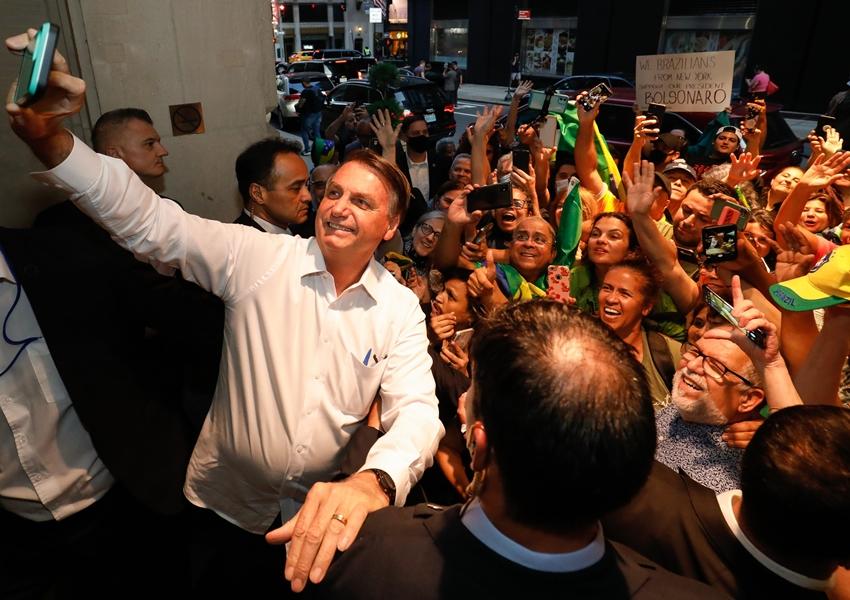 Bolsonaro ficará em isolamento por ao menos cinco dias, diz Planalto