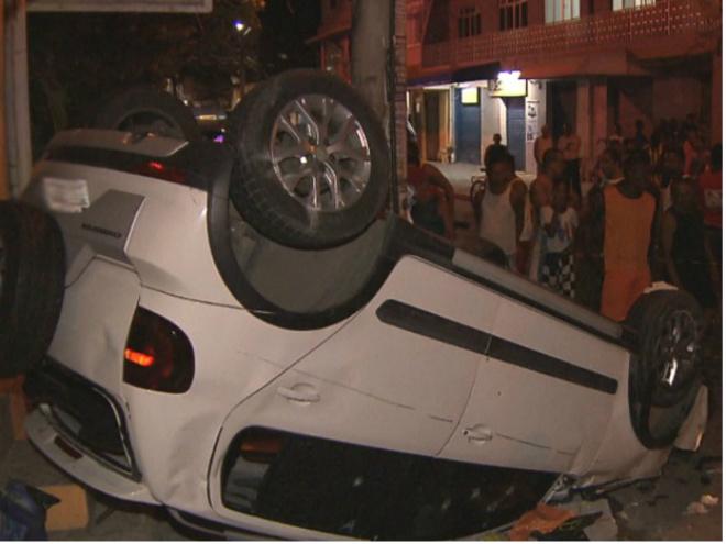 Salvador: Assaltantes em fuga causam acidente de carro e mulher morre atropelada