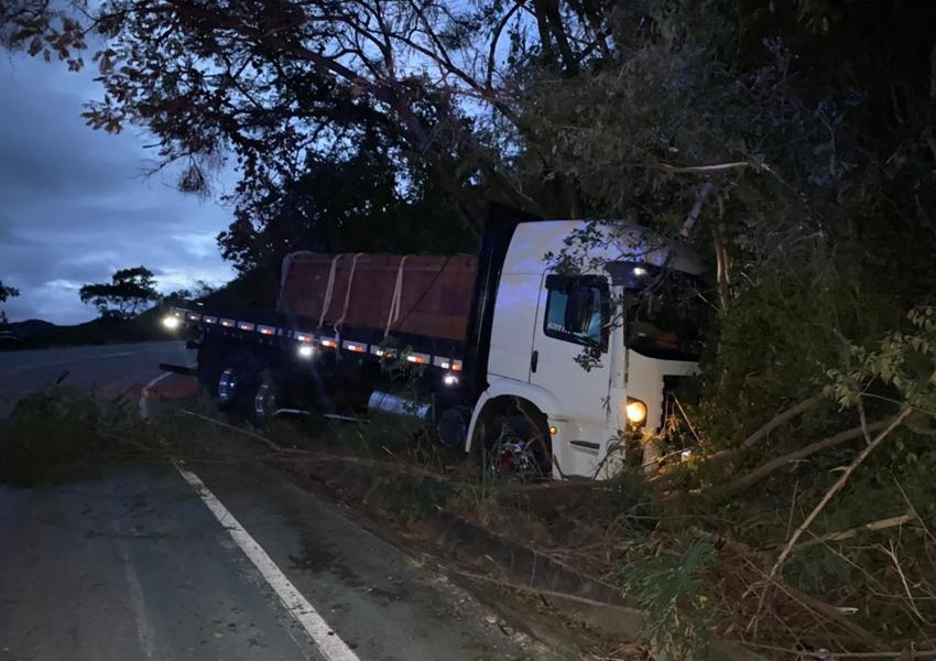 BA-148: Acidente com caminhão é registrado na 'Serra das Almas'