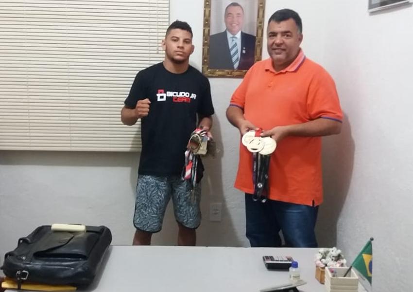 Livramento: Ricardinho recebe Isaís Correia  Campeão Baiano de Jiu-Jitsu