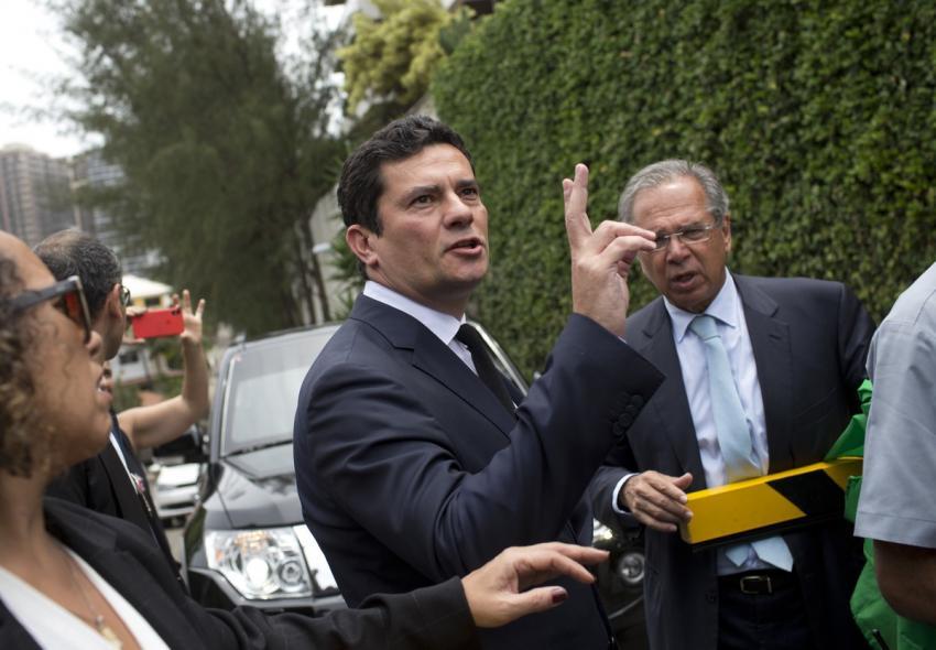 Sérgio Moro aceita convite de Bolsonaro para superministério da Justiça