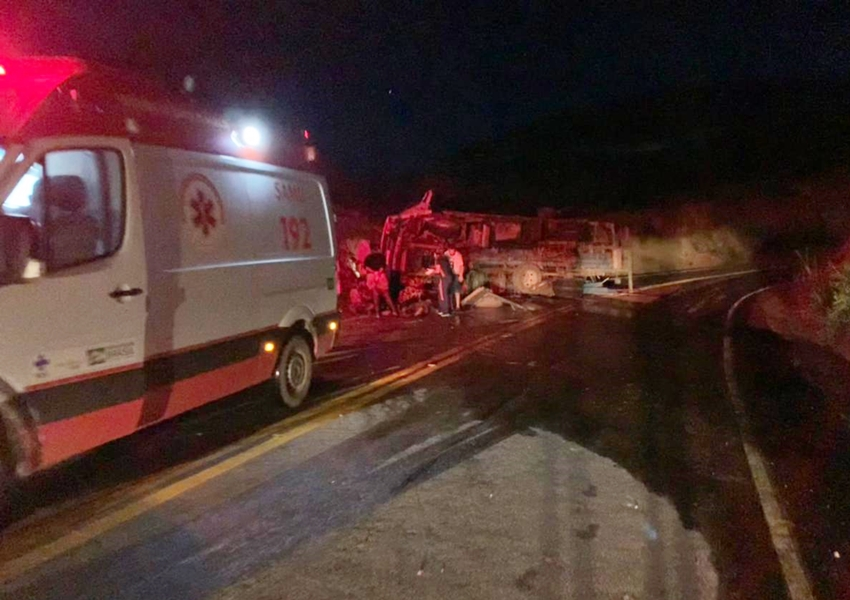 Três pessoas ficam feridas em acidente com caminhão na BA-148 trecho de Rio de Contas
