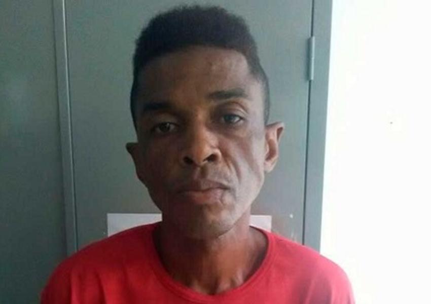 Acusado de matar companheira a facadas é preso e diz a polícia que foi suicídio