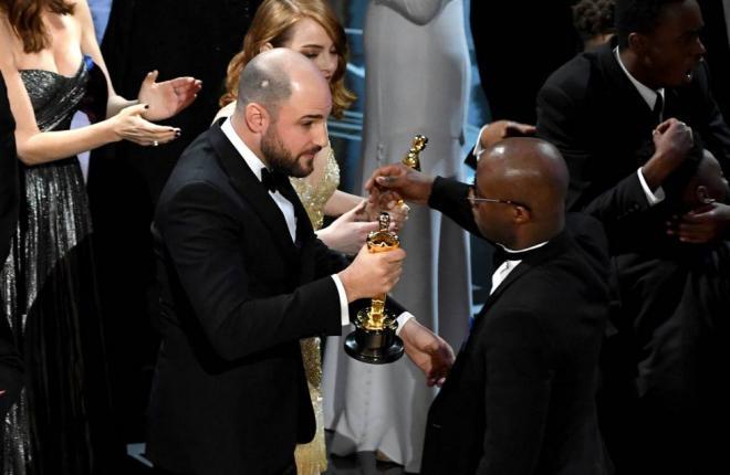 Empresa responsável por envelopes do Oscar pede desculpas por confusão