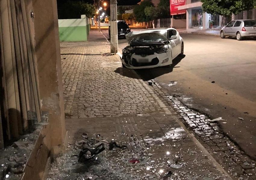 Livramento: Motorista perde controle da direção e colide automóvel contra clinica