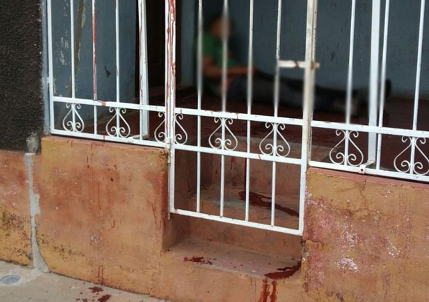 Homem é encontrado morto na área de uma casa no Jardim Brasil