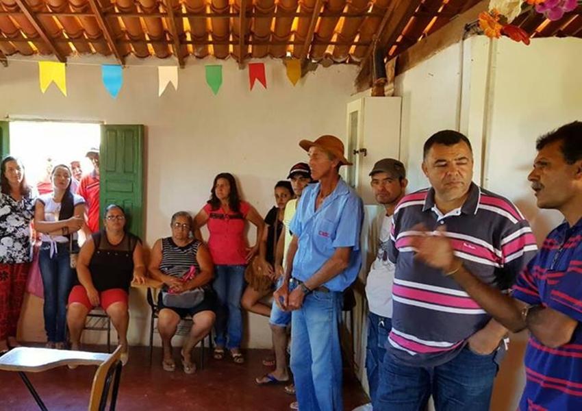 Prefeito de Livramento participa de reunião na comunidade de Pedrinhas