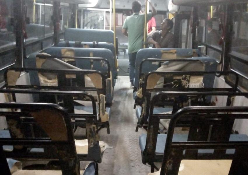 Livramento: estudantes praticam vandalismo em ônibus escolar