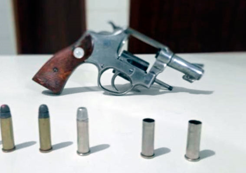 Homem é detido porte ilegal de arma de fogo e posse de veículo com restrição de furto/roubo