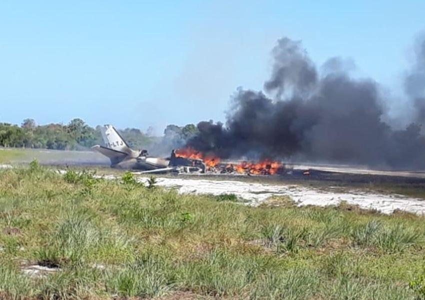 Barra Grande: Aeronave cai durante pouso em pista de resort, pega fogo e deixa morto e feridos na Bahia