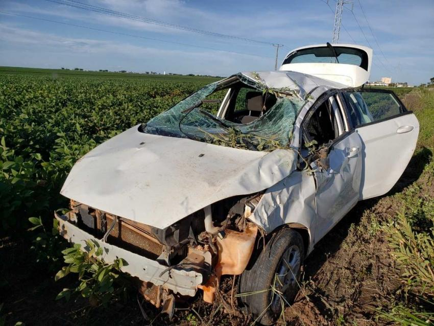 Duas mulheres ficam feridas após carro onde estavam capotar no oeste da Bahia