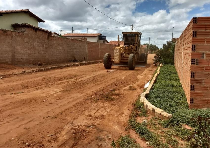 Livramento: Secretaria de Infraestrutura realiza limpeza e manutenção nas ruas do Bairro Benito Gama