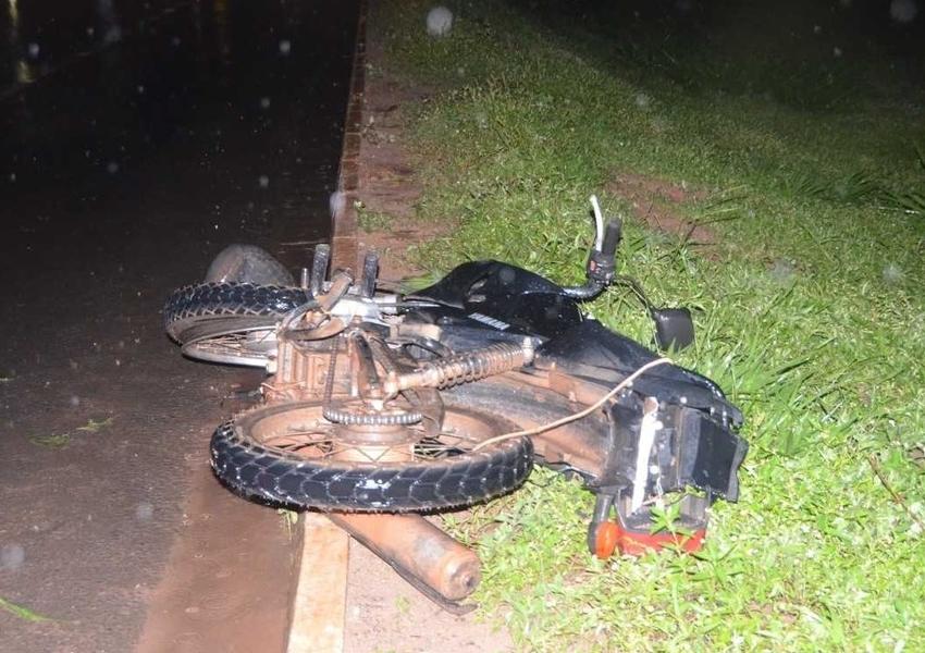Homem morre após cair de moto em acidente e ser atropelado por vários carros na BR-242