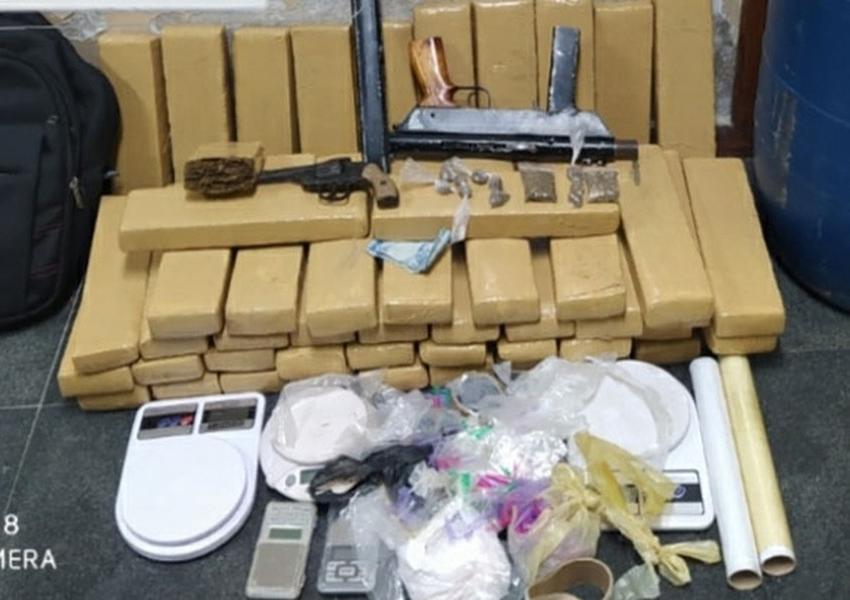 Feira de Santana: Dupla suspeita de homicídio e tráfico de drogas é presa com mais de 50 kg de maconha e submetralhadora
