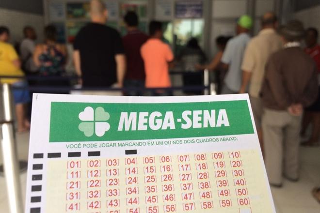 Acumulada, Mega-Sena paga R$ 4,5 milhões hoje