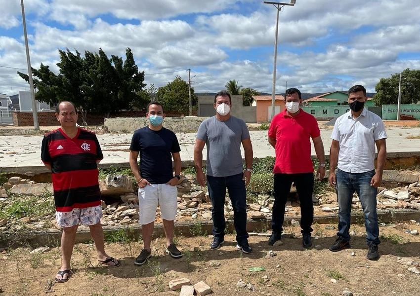 Ituaçu: Phellipe Brito autoriza construção de ginásio de esportes no Distrito de Tranqueiras