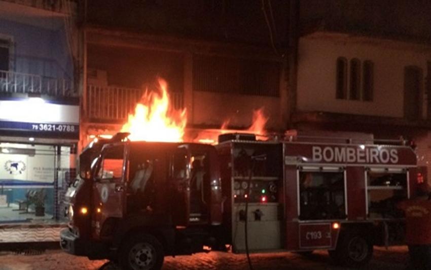 Incêndio destrói loja de móveis em Cruz das Almas