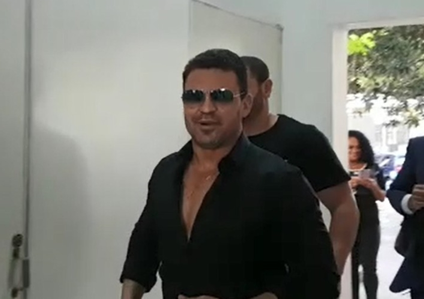 Cantor sertanejo vende mansão em reserva ambiental e é acusado de estelionato
