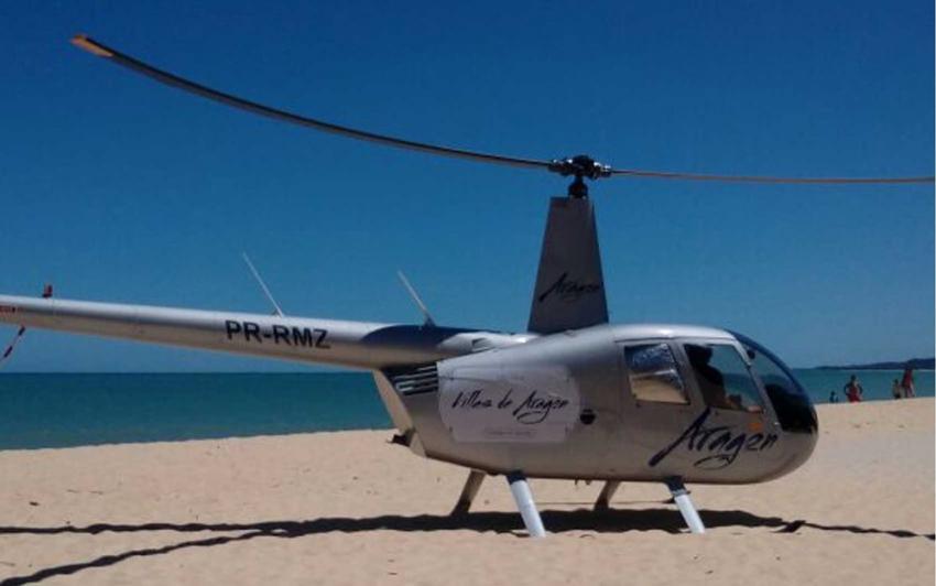 Helicóptero particular faz pouso forçado perto de banhistas em praia de Porto Seguro