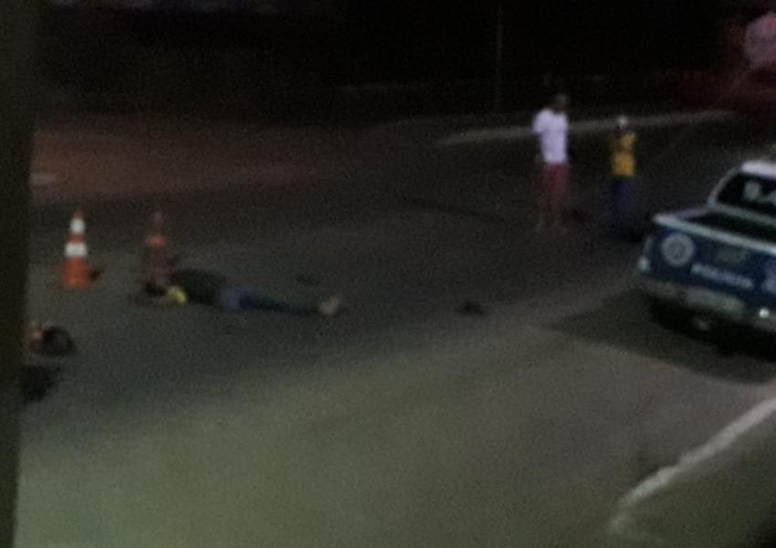 Homem colide moto contra viatura em Livramento de Nossa Senhora