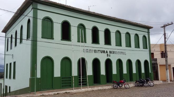 TCM apura acúmulo ilegal de cargos em municípios baianos; Câmara de Vereadores e Prefeitura de Livramento estão na lista