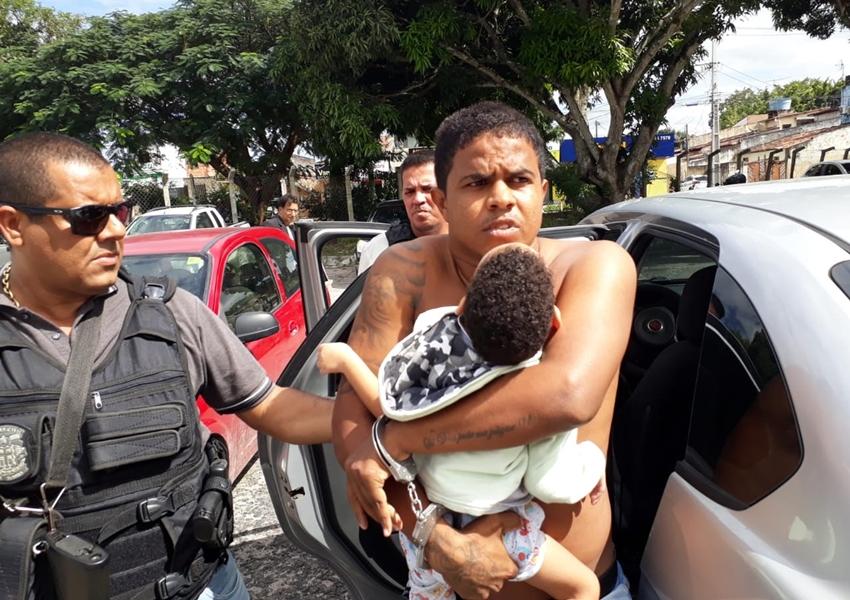 Suspeito de homicídios e roubos faz criança de dois anos refém ao ser preso