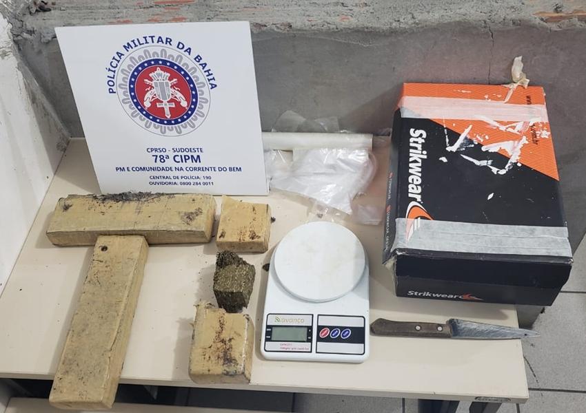 Dezenove tabletes de maconha encontrados em Vitória da Conquista