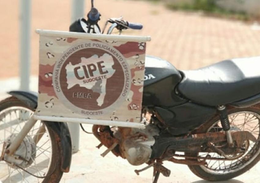 Cipe Sudoeste recupera moto com restrição de furto/roubo zona rural de Ibiassucê