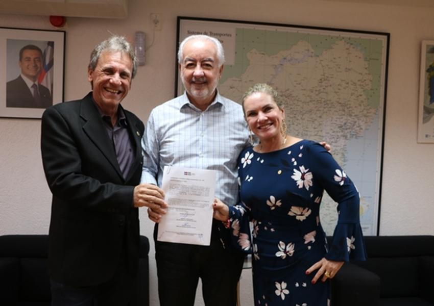 Dom Basílio: Ivana e Roberval assinam Ordem de Serviço para construção de estradas vicinais