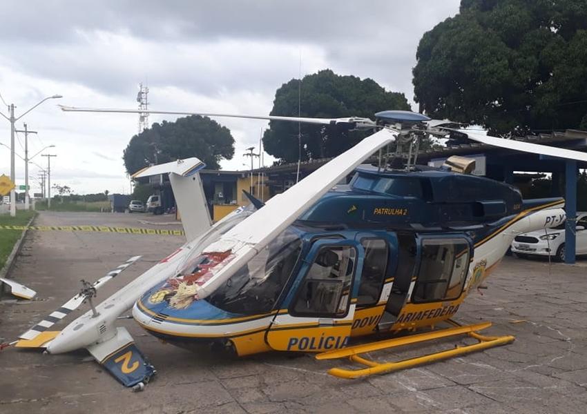 Eunápolis: Helicóptero da PRF cai ao tentar fazer pouso e piloto fica ferido