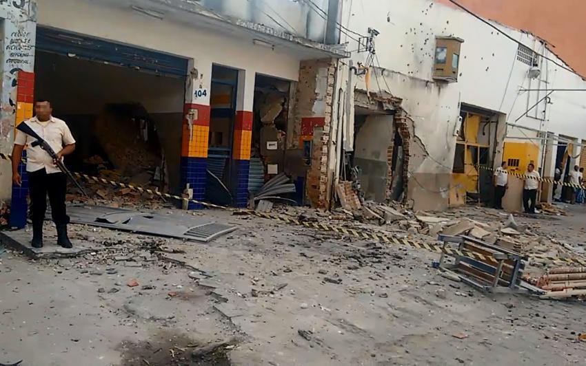 Eunápolis: Criminosos explodem empresa de valores e matam vigilante